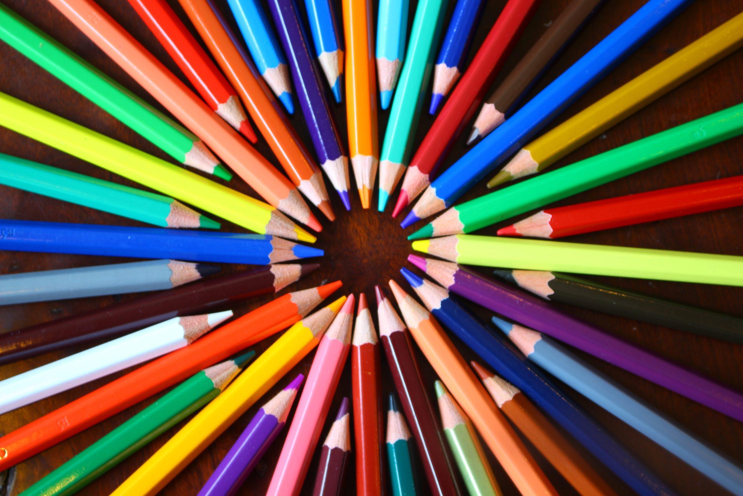 色が与える効果とは?婚活コーデに取り入れたい好印象カラー