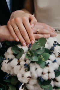 結婚する二人のイメージ写真